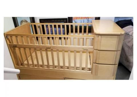 Nursery Furniture York I Have 3 Piece Ragazzi Baby Furniture In Excellent Condition Includes Crib That Gets To Be A Baby Furniture Nursery Furniture Furniture