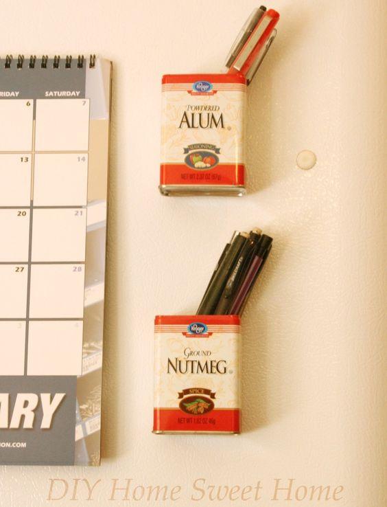 Ah algo un poquin más elaborado le regalé a mi mejor amiga en navidad! - empty spice tin + heavy duty magnet = pencil tin for fridge.