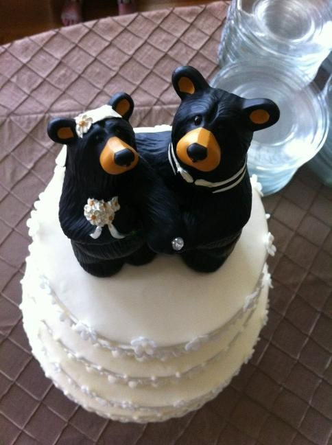 """Snazzy #Baylor wedding cake topper! Beary cute bride and grrrrrrroom."" (via @JusticeWillett)"