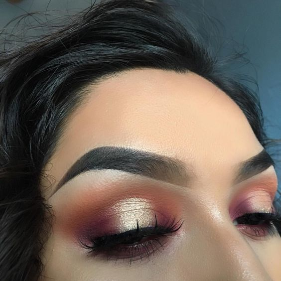 Pink and gold halo cut crease IG: @vmariexoxo_