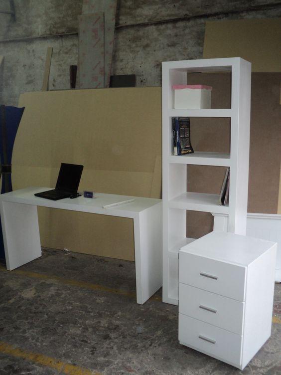 Escritorio con cajonera movil y biblioteca con estante Laqueado Blanco