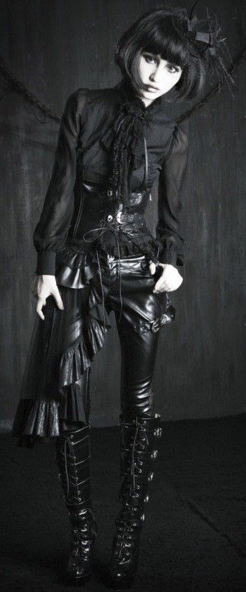 We provide high quality cheap gothic lolita dresses with tailor-made good quality and various styles of gothic lolita dresses in reasonable prices.