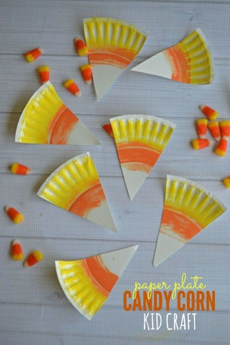 Candy Corn Paper Plate Kids craft. A easy craft for toddlers and preschoolers for this fall. #paperplatecraft #preschoolercraft #halloweencraft