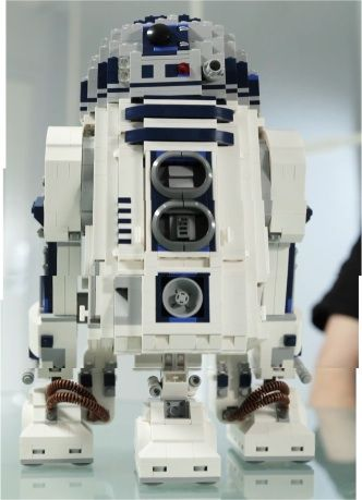 LEGO Releases Official Ultimate Collector's 'Star Wars' R2-D2 Set