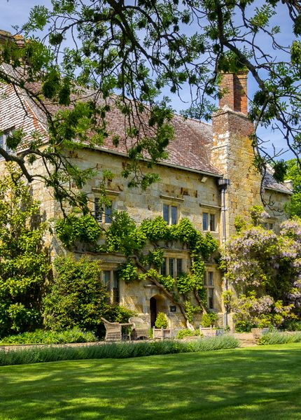 English country house. BATEMAN'S HOUSE- Rudyard Kipling's Home. photography by Bobrad (flickr)