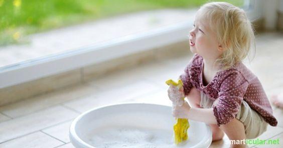 Haushalts-Reiniger gibt es wie Sand am Meer, oft mit Nachteilen für Umwelt und Gesundheit. Mit diesen Rezepten stellst du deine Reiniger einfach selbst her!