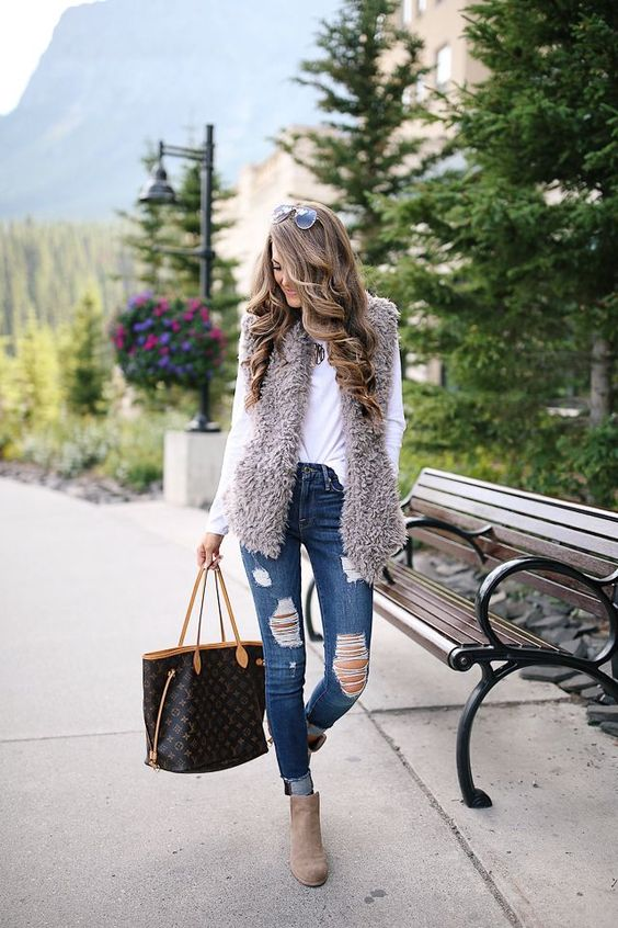 Cozy Faux Fur Vest in Banff | Southern Curls & Pearls | Bloglovin'
