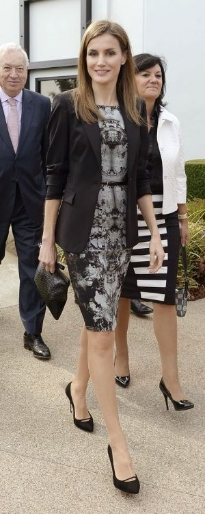 This is the ninth occasion Letizia has worn the ink-blot sheath dress since its debut in October 2013, but the first time she has worn it without a blazer or cardigan. November 2013.