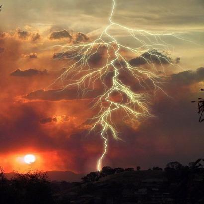 dziembowski zbigniew sharing_natura_burza 012 Lightning Strike in Tennessee.jpg