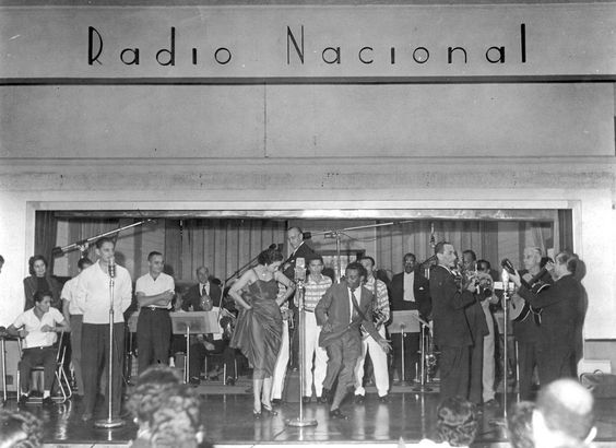 """HISTÓRIA DO RÁDIO - Fábio Pirajá - O Radionauta - Foi nos anos 1940 e 1950 a principal emissora do país e verdadeiro símbolo da chamada """"Era do Rádio""""."""