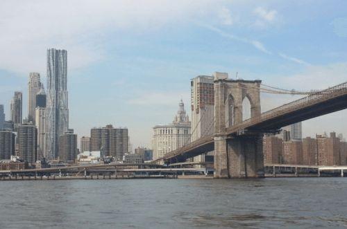 Vista do Water Taxi - ótima opção para quem quer rapidez, além de fugir do trânsito e de metrôs lotados - Brooklyn Bridge