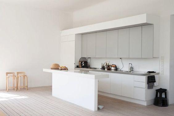 Blanc, gris perle et bois clair | Du bois and Kitchens