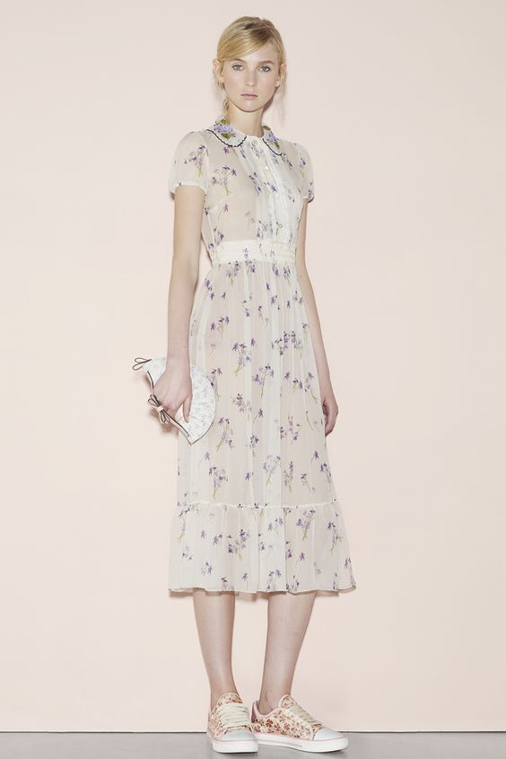 Red Valentino Spring 2016 Ready-to-Wear Fashion Show: