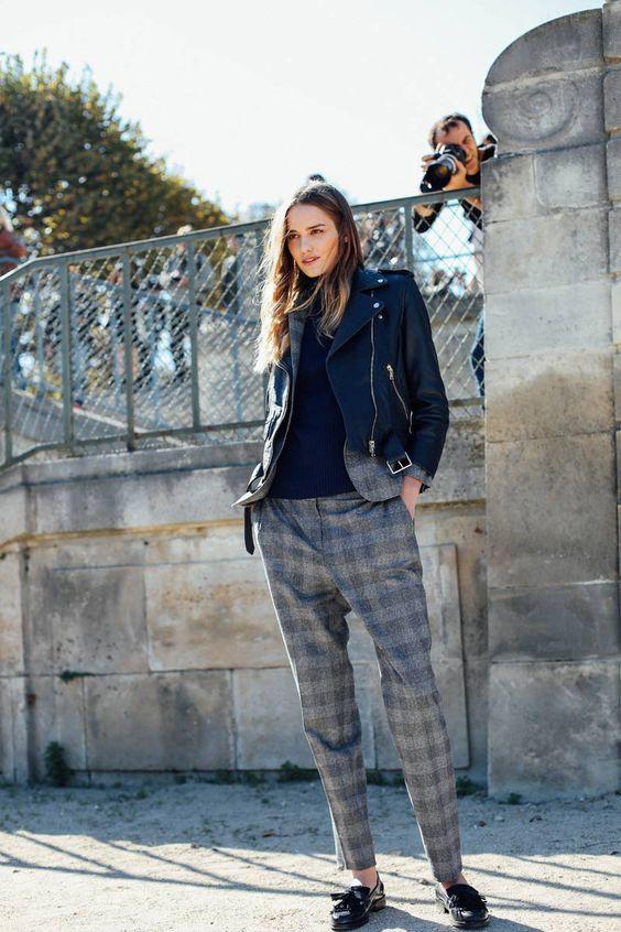 Blog de moda - El mejor Street Style en la Semana de la Moda de París. Los mejores estilismos y complementos de moda entre las asistentes a los desfiles.  https://thehighville.com/blog/semana-moda-paris/?isalt=0  #PFW #PFW2016: