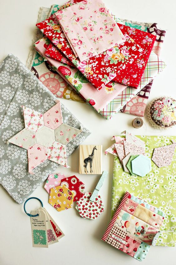 so much inspiration ... can't wait to finish up some projects so I can started on some new ones.: Fabrics Nana, Color Inspiration, Quilts Quilting, Sewing Quilting Fabric Crafts, Pattern Fabrics, Quilting Sites, Sewing Inspiration, Craft Ideas