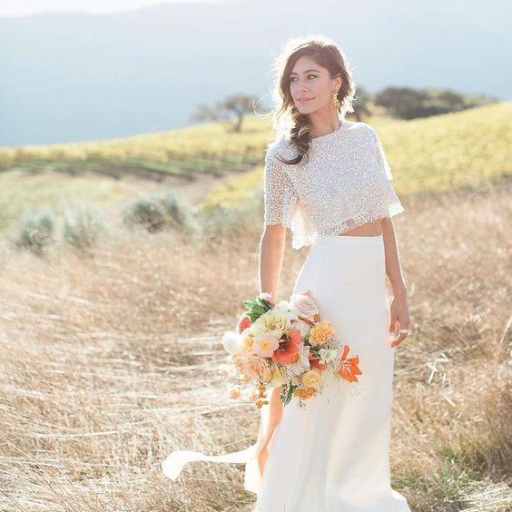 Boa noite com essa foto linda e super solar! Vestido de noiva cropped que é tendência como já anunciamos aqui  #vestidodenoiva #weddingdress #weddinginspiration #weddingideas #voucasar #casando #noivas2016 #cnnoivas #salaocasamodanoivas #casamoda #casamodanoivas2016 #Alamango #Bridal #Textiles #Wedding #AlamangoBridal #AlamangoTextiles #Malta #LoveMalta #Bridesmaid #WeddingDress