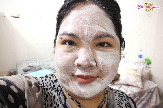 Me pake Naruko Tea Tree Purifying Clay Mask & Cleanser dulu sebelum mandi