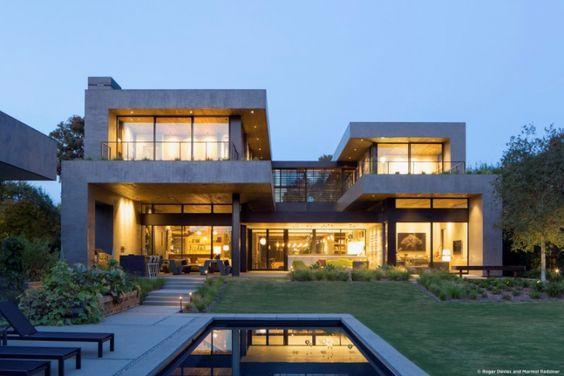 Maison contemporaine en forme de H - Visit the website to see all pictures http://www.amenagementdesign.com/architecture/maison-contemporaine-forme-h/