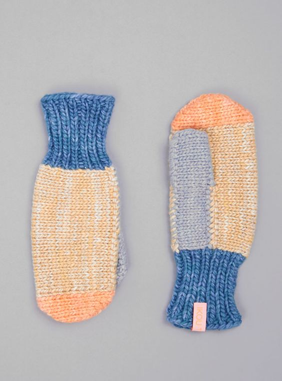 Couverture and The Garbstore - Womens - Ikou Tschuss - Pastel Wool Gloves