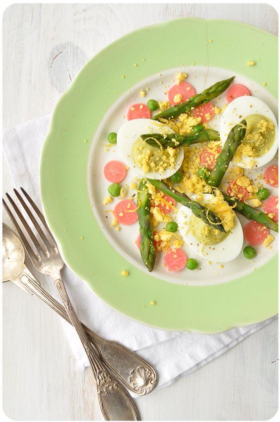 Encore une assiette toute simple mas color�e, d�cid�ment tous les ans � cette p�riode, j'ai envie de vert et rose. Normal, ce sont les couleurs du moment : asperges, radis, petits pois, fraises, rhubarbe... Ca donne envie de composer ses assiettes comme...
