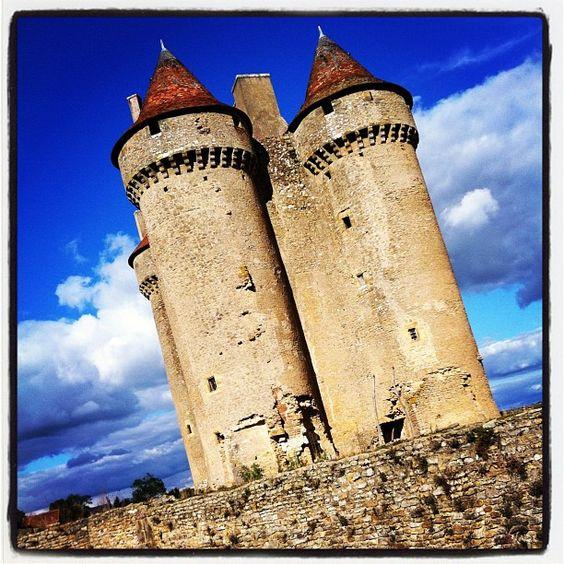 Le Château de Sarzay via @citrouille_magique