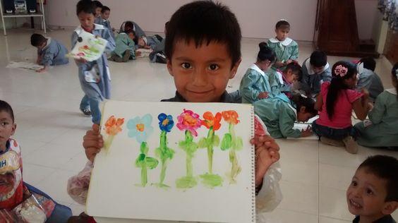 Flores utilizando la técnica dactilar con 2o grado de preescolar.