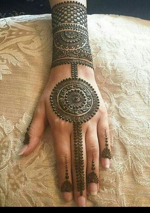 back side circle mehndi design