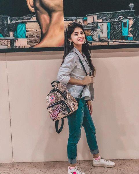 Arishfa Khan Hd Pics Cute Small Girl Wallpaper Photos Image Free Dowwnload In 2021 Stylish Girls Photos Stylish Girl Pic Stylish Girl Images