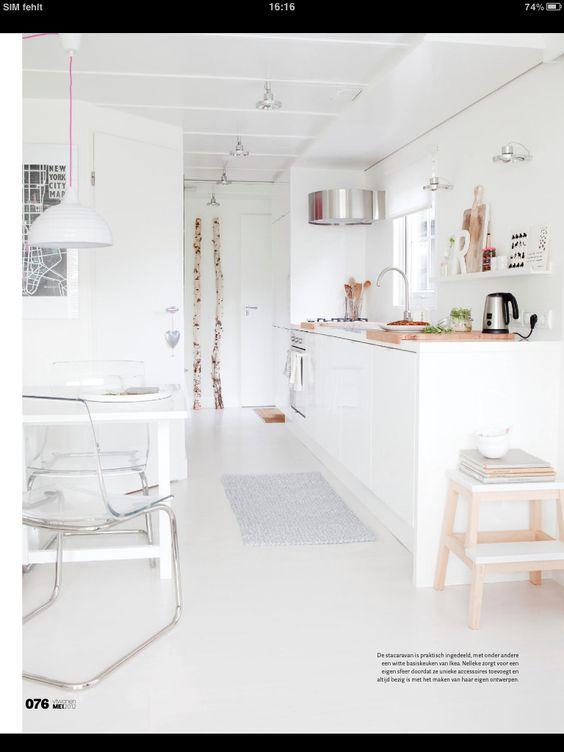 Hocker, Regal, Beleuchtung, Teppich,...  White kitchen