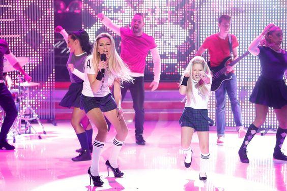 Anna Simon y Nayra imitan a Avril Lavigne en Tu cara me suena Mini