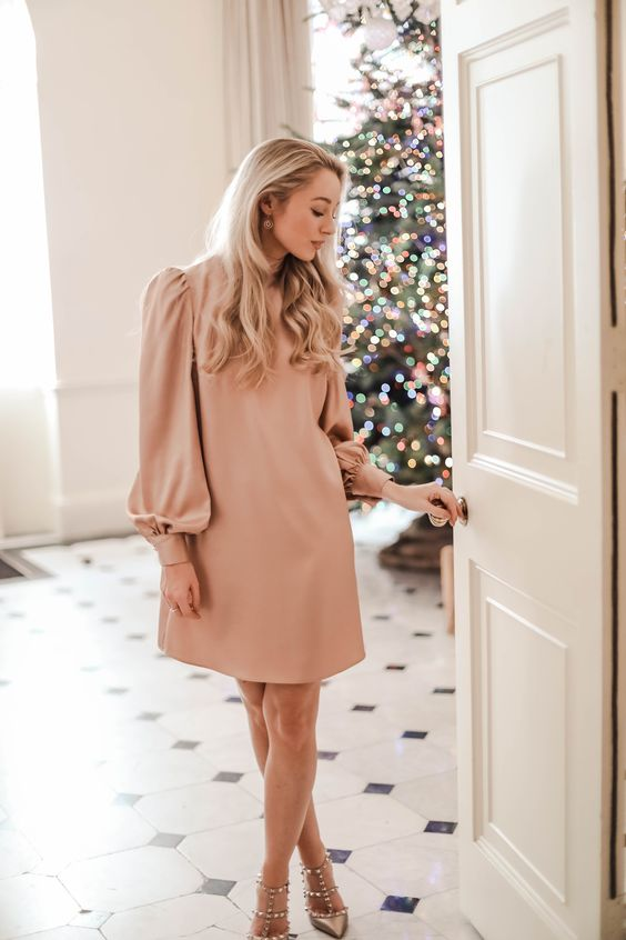 The Perfect Christmas Party Dress #partydress #partywear #partyoutfit #christmasoutfit #christmaspartydress
