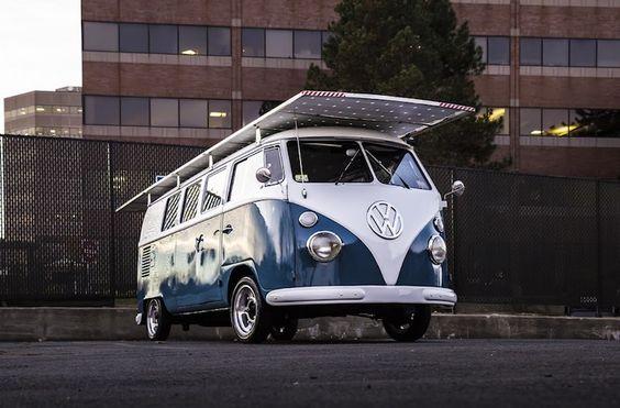 Una furgoneta Volkswagen de 1966 modificada para que funcione solo con energía solar.