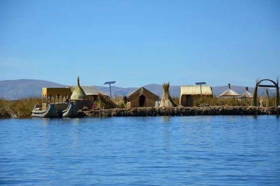 Los Uros sur le lac Titicaca. Puno, Pérou. D'Aréquipa à Puno