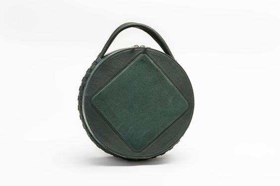 Round clutch in emerald green leather