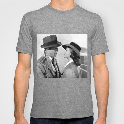 Un ojo en el corazón de un poeta T-shirt by Alejandro Mos Riera - $22.00