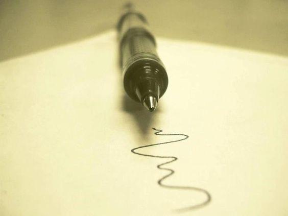 """""""Non si può disegnare a matita il proprio futuro. Bisogna tracciare linee nette, definite, nitide. Non si può cancellare la traccia delle nostre azioni, un segno rimarrebbe comunque, il foglio non tornerebbe in nessun caso immacolato. Allora tanto vale usare una penna dall'inchiosto indelebile ma bellissimo, imparare a usarla bene evitando macchie e sbavature, e scriverla, al meglio possibile la storia di questa meravigliosa, incredibile, unica Vita che abbiamo!""""     (Anton Vanligt)"""