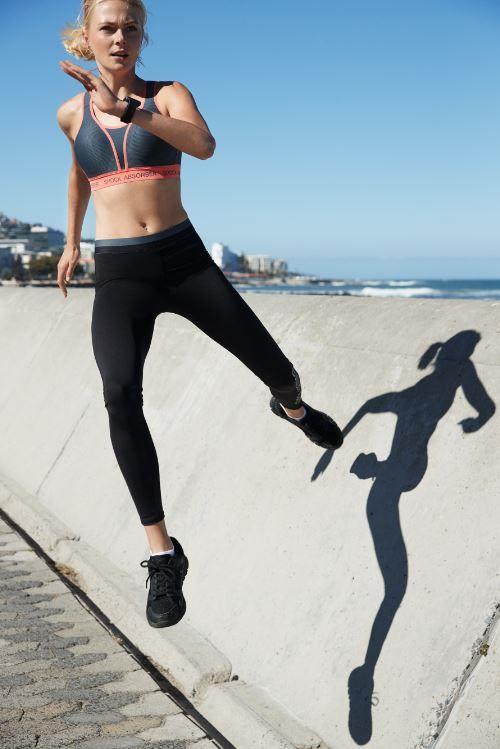 Shock Absorber Run Paded Sports Bra In 2020 Shock Absorber Sports Bra Activewear Inspiration Running Sports Bra