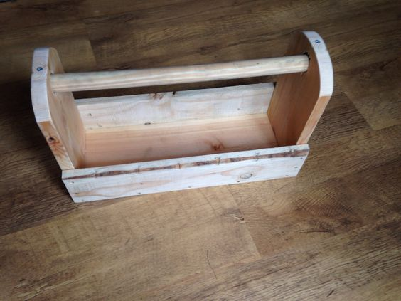 Another wooden tool tote, made from a length of pine from the local salvage yard, some pallet wood and a broom handle.