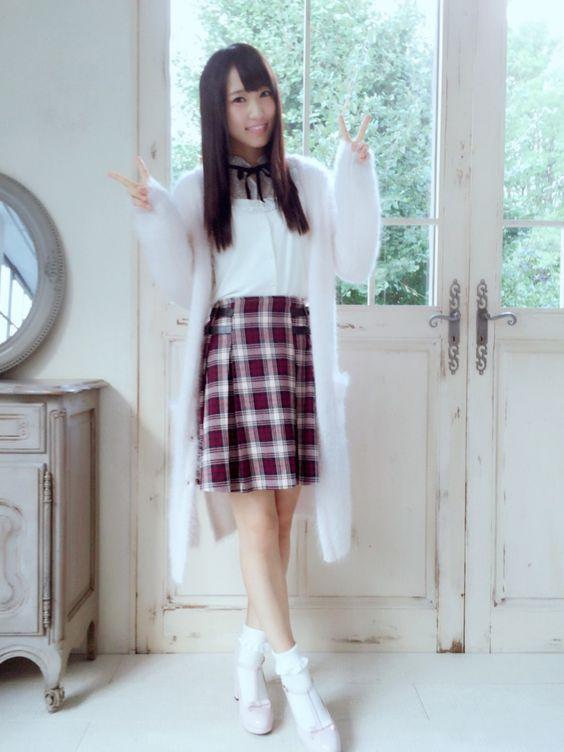 チェックスカートの菅井友香