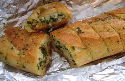 Pain aux herbes et à l'ail... moi j'utilise du pain précuit sous vide