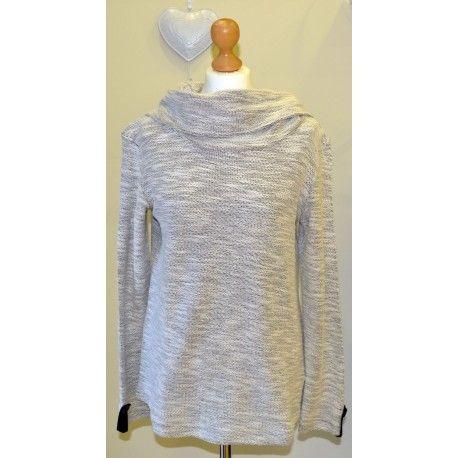 Ponle estilo a los días de frío con este jersey de cuello vuelto. De la marca noos.noos especializada en tallas de la 44 a la 62.