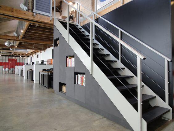 escalier en acier industriel et placard et mdf gris teint dans la masse et patin wardrobe. Black Bedroom Furniture Sets. Home Design Ideas