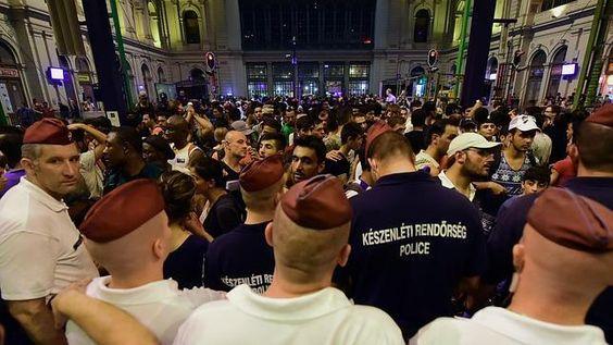 Cierra la estación de tren de Budapest para frenar la salida masiva de refugiados