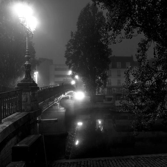 Nantes la nuit sur les bords de l'Erdre