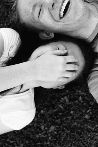 """""""Que os sorrisos sejam eternos. Que os amores sejam reais. Que os sonhos sejam possíveis. Que a vontade de ficar seja maior que a vontade de ir. Que os dias sejam doces. Que a vida seja calma. Que a gente tenha paz. Que a felicidade nos alcance. Que a gente viva bem. """" -------------------* Wanderly Frota"""
