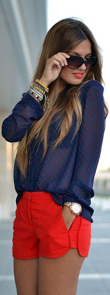 Blusa azul de shifon con puntitos rojos mas un short rojo