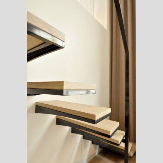 À découvrir sur Zelip : Escaliers marches suspendues réalisé chez un particulier