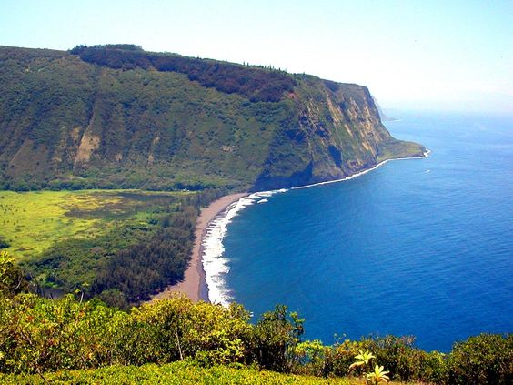 The Big Island is often called the Orchid Isle for its heavy blankets of fragrant blossoms, but its given its official name to avoid confusion with the other islands of Kauai, Maui and Oahu. In the past, the name Hawaii was used to describe both the chain of islands and the Big Island of Hawaii itself.