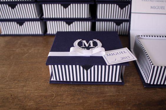 https://flic.kr/p/zFcTcc | Lembrancinha para chegada do Miguel: Bloco caixa com bordado na tampa em azul marinho e branco | Orçamento: mimosart@mimosart.com.br ou www.mimosart.com.br