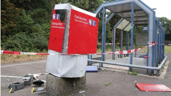 Geldkassette geklaut - Fahrkarten-Automat gesprengt  ... Geldkassette geklaut - Fahrkarten-Automat gesprengt https://t.co/Kr0oKxOgcs https://t.co/3JUuuo9hE0 - #soziale #Trends an der #Saar BILD #Saarland, Hier twittert die BILD-Redaktion aus dem Saarland: News, #Sport, Kultur, Promis, Ausstellungen und Events aus der Region Impressum: http://t.co/ZejgBClbsE Geldkassette geklaut - Fahrkarten-Automat gesprengt  ... - #Saarland Trend http://saar.city/?p=27422